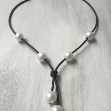Pearl leather necklace, leather and pearl, necklace pearls on leather, freshwater pearl necklace, gift idea, leather pearl necklace