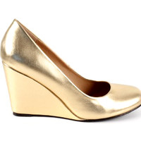 Pump with wedge in gold faux leather.   - www.alonai.com - 19.95 $