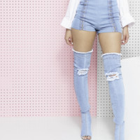 CLIQUE'D UP HOOK AND EYE DENIM SHORTS - LIGHT DENIM