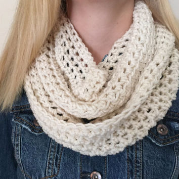 Chunky Infinity Scarf in Winter White Cream Ecru, Thick Crochet Bulky Winter Scarf, Loop Scarf, Circle Scarf
