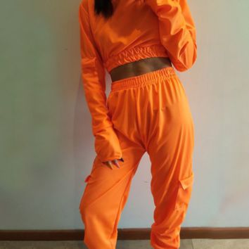 Hot style is a hot seller of large pockets, half high collar pants and overalls