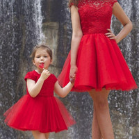 Red Mother and Daughter Matching Party Dresses Sexy A Line High Neck Capped Sleeve Sheer Lace Mini Pleats Formal Cocktail Gowns