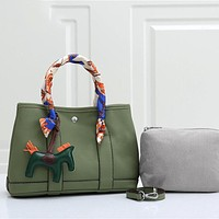 Hermes Fashion Vintage Ladies Tote Bag Pure Color Caviar Pattern Tote Bag (Free silk scarf and pendant)