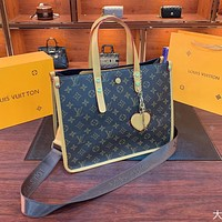 Louis Vuitton LV new fashion wild atmosphere middle age bag shoulder handbag