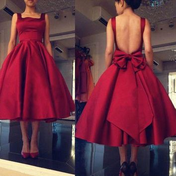 Red Backless Bowknot Knee-Length Homecoming Dress