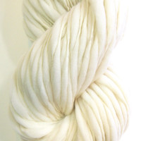 Handspun cream yarn, super bulky, in thick and thin undyed merino wool - 100 yards, 6.45 ounces/ 183 grams