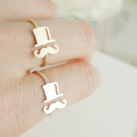 mustache ring in gold/silver