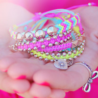 Neon friendship bracelets arm candy - Spring jewelry - Beaded bracelets, studded bracelets and heart charms - Pink, yellow, mint - Set of 5
