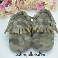 Baby Moccasins, Camo Moccasins, Baby Girl Camo Shoes, Baby Boy Camo Shoes, Baby Crib Shoes, Infant Moccasins, Toddler Moccasins, Baby Camo