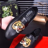 shosouvenir Guuci  Fashion trend Peas shoes Black tiger