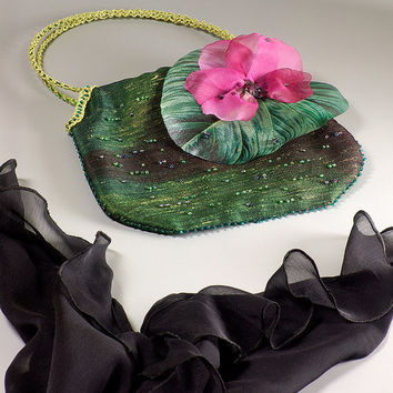 Emerald green wedding clutch with green leaf and pink flower. Whimsical floral handbag. Evening cocktail purse for romantic dress.