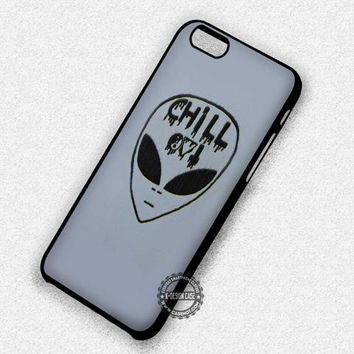 Chill Out Alien Emoji - iPhone 7 6s 5c 4s SE Cases & Covers