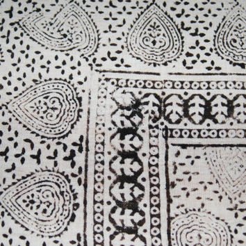 Vintage fabric / White and Black Pattern / Tablecloth