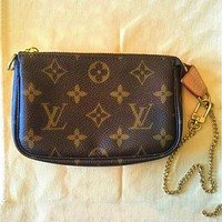 LV tide brand female models outdoor simple versatile zipper key bag purse