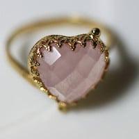 Heart Ring with Rose Quartz. Valentines Day Ring. Pink Ring with Gemstone Rose Quartz.