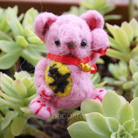 Mini Manekineko, fortune cat in felt, felt lucky pink cat, good luck cat.