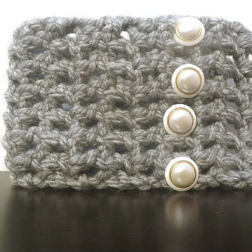 Chunky gray scarflette with faux pearl buttons
