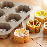 Buttercup Cakelet Pan   Williams-Sonoma