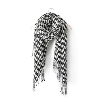Black And White Houndstooth Pattern Fringed Scarf