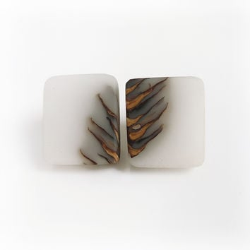 Bioresin and pinecone stud earrings, white