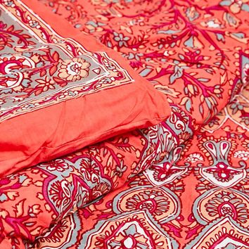 Avani Medallion Quilt in Red - Urban Outfitters