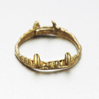 verameat | vampire crown ring in brass