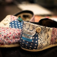 Vintage La Florals Toms shoes