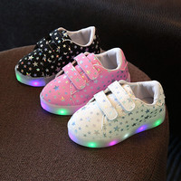 Kids light up shoes 2017 Spring New Kids Casual Shoes With Light Sports Boots LED toddler Boys Girls shoes glowing sneakers