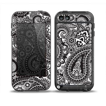 The Black and White Paisley Pattern V6 Skin for the iPod Touch 5th Generation frē LifeProof Case