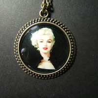 Marilyn Monroe Norma Jean glass picture cameo cabochon necklace pendant on 24 inch brass oval link chain