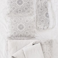 Amelia Medallion Jersey Comforter Snooze Set   Urban Outfitters