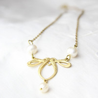 Art Nouveau Necklace. Gold tone and pearl necklace. Art nouveau pendant