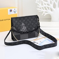 Louis Vuitton LV new retro letter printing large capacity zipper shoulder bag