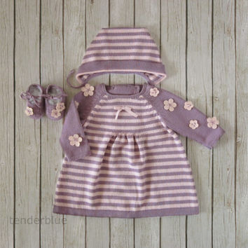 Knitted dress, cap and shoes set for baby girl in lilac and pink. Pink felt flowers. 100% merino wool. READY TO SHIP in size Newborn