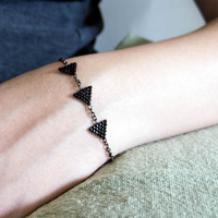 3RIANGLE Bracelet in black triangles and gun metal chain