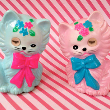 Rare Vintage Kitsch Pastel Neon Lovely Pair of Pink and Blue Matching Kitty Cat Salt and Pepper Shakers with Winking Eyes Lugenes Japan