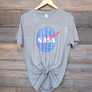 distracted - nasa logo unisex graphic tee - grey/white