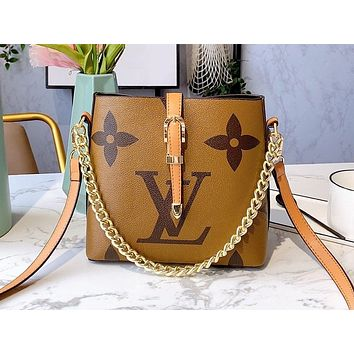 Louis vuitton LV selling fashionable women's printed letter chain slant across the bag bucket bag