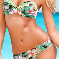 The new 2014 global hot sale is very beautiful very pure a 2 piece bikini swimsuit fission free shipping