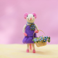 Needle Felted Mouse, Mouse Miniature, Bridesmaid Mouse, Mouse Ornament, Birthday Gift, Wedding Gift, Wool Mouse Sculpture, Flower Basket