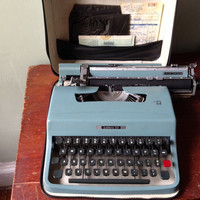 Vintage Olivetti Lettera 32 Manual Portable Typewriter