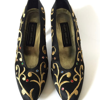 STUART WEITZMAN!!! Vintage 1990s 'Stuart Weitzman' black satin pumps with jewelled studs and gold embroidery / Size 6 1/2 M / Made in Spain