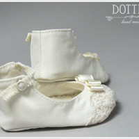 ON SALE Mary Janes Baby Booties , Silk or Cotton Toddler, Baby Gift, Lace Booties, Toddler Girl Shoes, Personalised Shoes, White, Ivory, Ecr