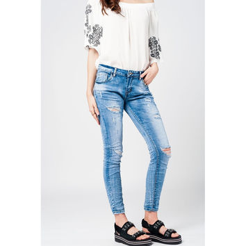 Skinny jeans with rips and distressing
