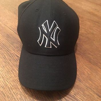 DCCK7BE New Era NEW YORK YANKEES NY Black White Cap MLB Baseball Fitted Hat Size 7 1/4