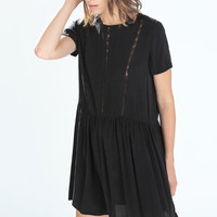 Buttoned dress with lace details