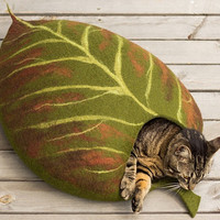 Cat bed/cat cave/cat house/leaf/felted cat cave (With GIFT pad)
