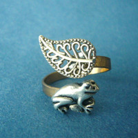 Silver frog ring with a leaf wrap ring