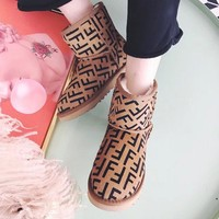Fendi high quality new fashion letter print shoes keep warm snow boots women White