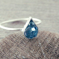 tear drop ring, aura quartz ring, raw gemstone, raw crystal ring, quartz ring, crystal ring, dainty rng, small stone ring, blue stone ring